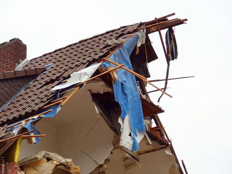 Can you get home insurance on a house that needs a new roof