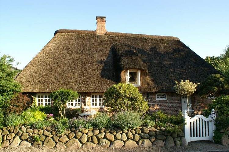 How long does a thatched roof last